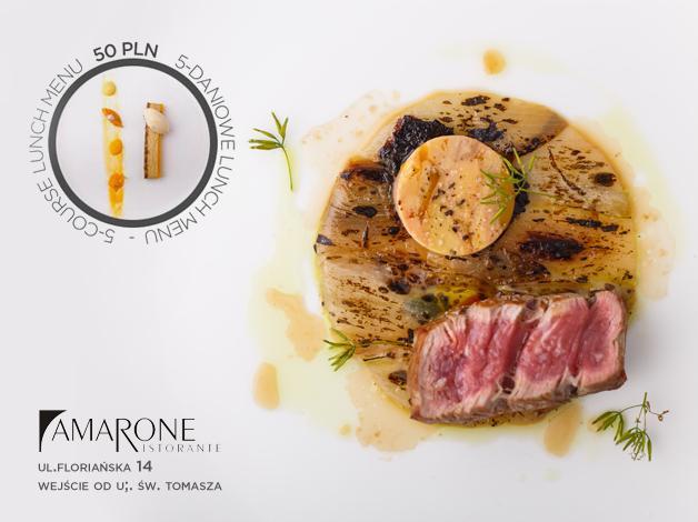 Codziennie nowy ––  zestaw inspirowany lekkością włoskiej kuchni. W godzinach 12.00 - 16.00 serwujemy dania, które zmieniają oblicze lunchu.