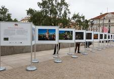 Realizacja wystaw - zewnętrzny system wystawienniczy, profile aluminiowe - wystawa Tomasza Tomaszewskiego