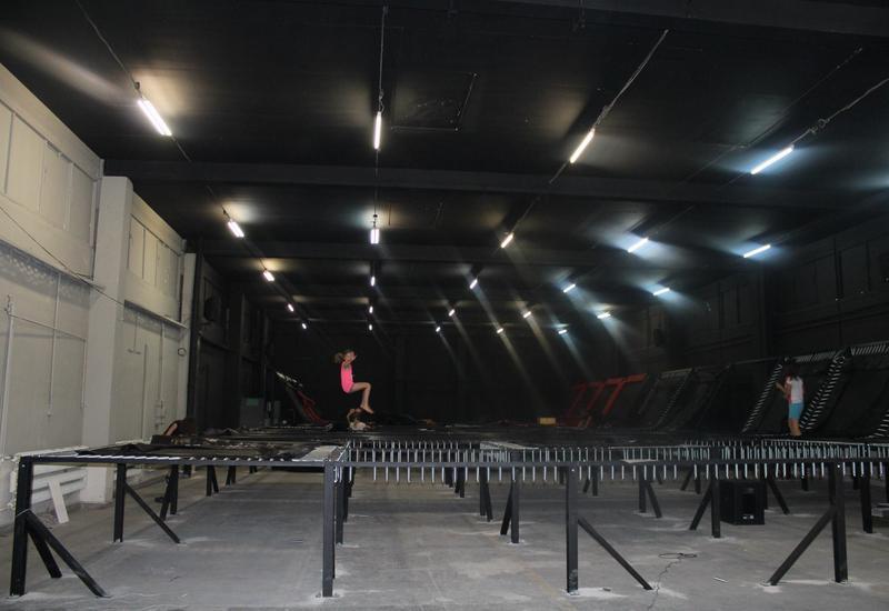 trampolina, park rozrywki, skoki