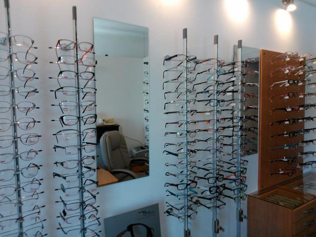 Naprawa maszyn do szycia, optyka, sprzedaż okularów i soczewek kontaktowych