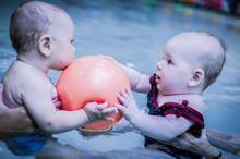 Szkoła pływania -niemowlęta