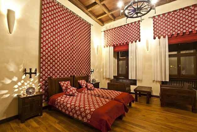 Średniowieczne apartament w pełni oddaje charakter epoki wieków dawnych, średniowieczne meble codziennego użytku.Cena 490 zł od niedzieli do czwartku.