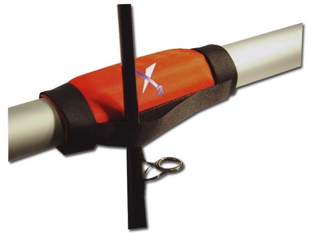 Chroni wędki przed uszkodzeniem na łodzi czy kutrze. Łatwa do zamontowania w dowolnym miejscu barierki, dzięki praktycznym rzepom.
