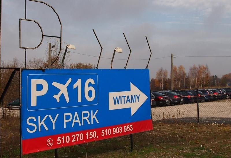 parking obok lotniska