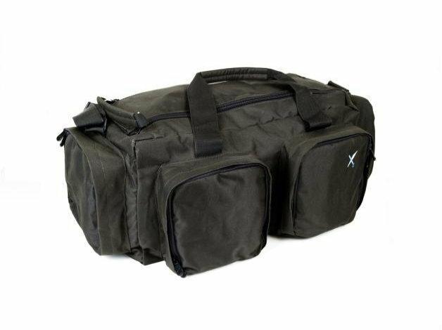 Torba wędkarska o pojemności 40 litrów, wyposażona w komorę główną i cztery mniejsze kieszenie.