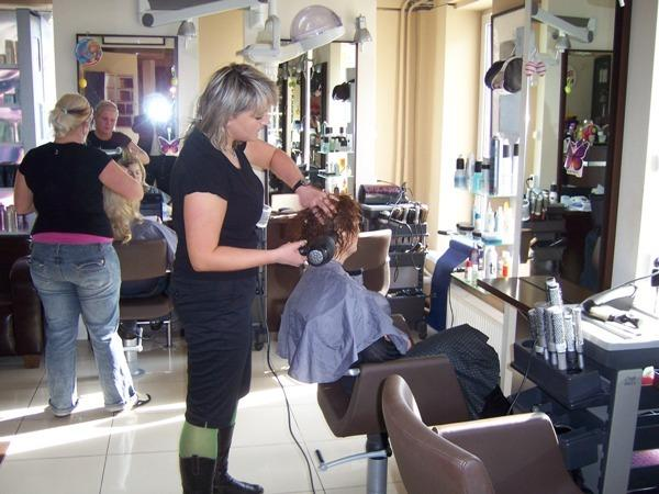 manicure gestów - MONTOWNIA Salon Fryzjersk... zdjęcie 1