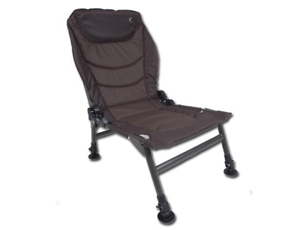 Nowy fotel z regulowanym oparciem oraz 4 wysuwanymi nogami ze stopkami chroniącymi przed zapadaniem się. Wymiary: 45x65cm. Waga: 5kg.