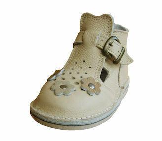 Sandałki skórzane z wysoką cholewką usztywniającą piętę.