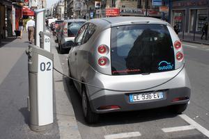 Elektryczny samochód do wynajęcia na godziny (lub minuty)