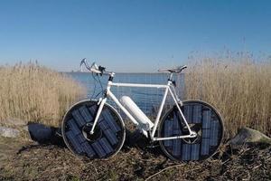 Słońce napędza maszyny na ziemi, w wodzie i w powietrzu. Zobacz niezwykłe pojazdy