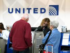 Pasażerowie, którzy opuszczą pokład, dostaną 10 tys. dol. United Airlines wprowadza nowe zasady