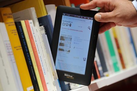 Czesi grożą wetem ws. niższych stawek VAT dla e-publikacji