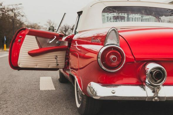 Ford Thunderbird 1955. Cena wywoławcza: 140 000 zł