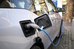 Jak jeździć za darmo autem elektrycznym?