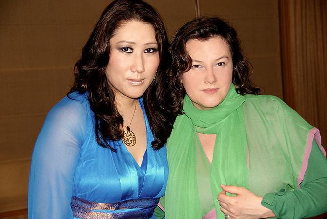 Księżniczka Bhutanu i Viola Śpiechowicz (fot. archiwum prywatne projektantki)