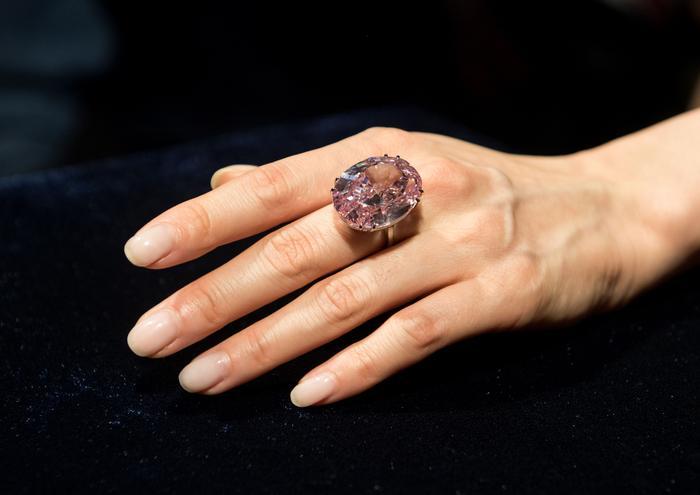 """""""Pink Star"""" sprzedany na aukcji w Hongkongu za 71,2 mln dol."""