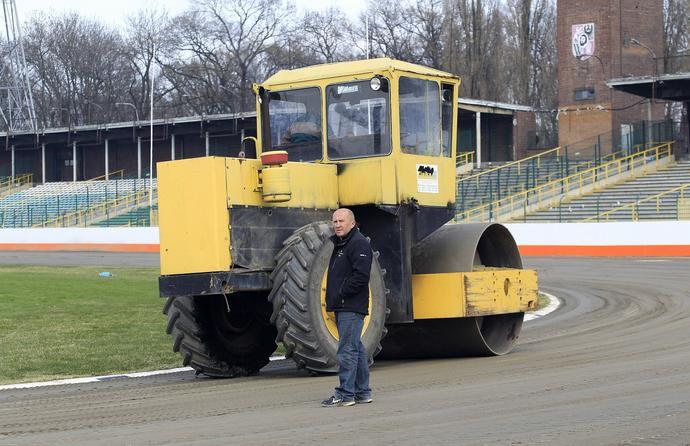 Marek Cieślak jest jednym z nielicznych polskich trenerów, który nie boi się żmudnej pracy na torze. Przez lata zaskakiwał rywali