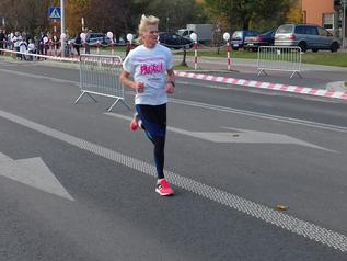 Mistrzyni pobiegała po swojej ulicy