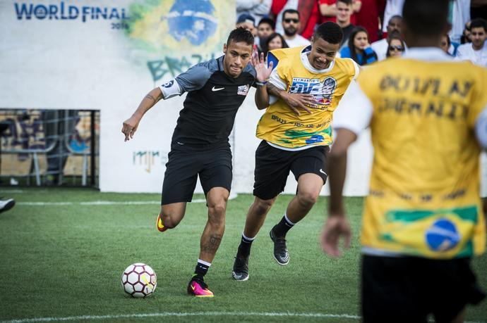 Podczas turnieju finałowego zwycięzcy mieli okazję zagrać z Neymarem.