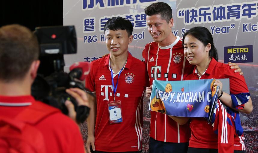 Robert Lewandowski highlights kid soccer school launch ceremony in Shanghai