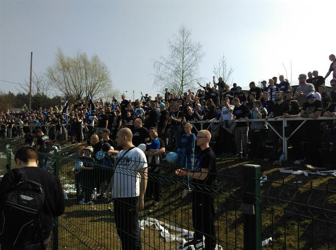 Do Potulic przyjechało ponad tysiąc kibiców niebiesko-czarnych.