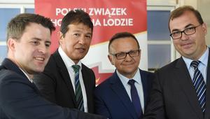 Ted Nolan (2L), prezes Polskiego Związku Hokeja na Lodzie Dawid Chwałka (L), poseł PiS Marek Matuszewski (2P) oraz czonek zarządu PKOl Andrzej Jaworski (P)