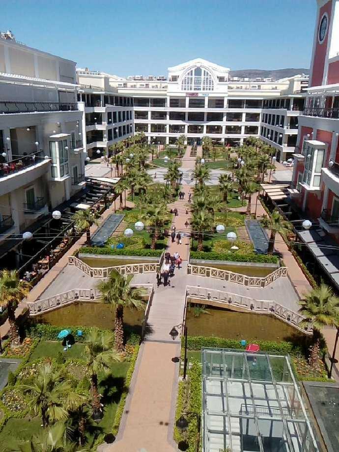 Centrum MaviBahce bardziej przypomina park niż zwykłą galerię handlową