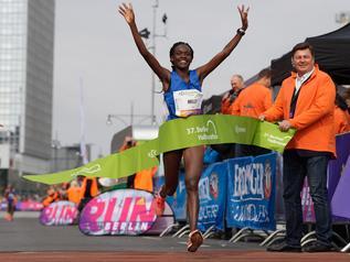 Berlin Półmaraton: Ostatnia, ale na mecie była pierwsza. Giżyński przegrał z chorobą