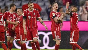 Bayern Munich's Polish forward Robert Lewandowski (2nd R) celebrates scoring from the penalty spot with his teammates during the German First division Bundesliga football match FC Bayern Munich vs Bayer 04 Leverkusen