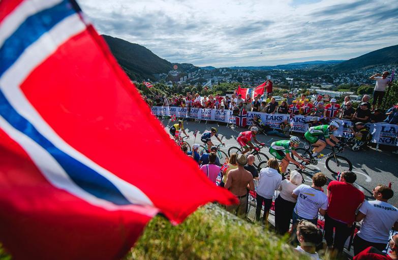 Kolarscy kibice w Bergen