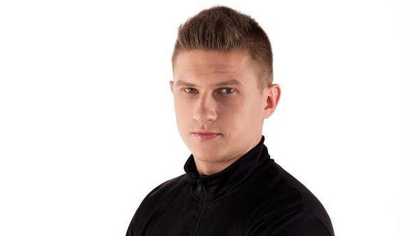 """Grzegorz """"Szpero"""" Dziamałek w koszulce Team Kinguin"""