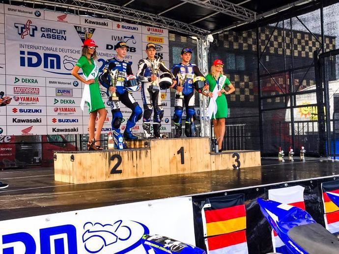 Na szczycie podium po debiutanckim wyścigu w niemieckich mistrzostwach IDM