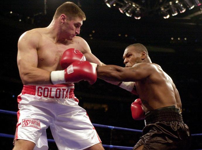 Mike Tyson posyła na liny Gołotę w Michigan w 2000 roku