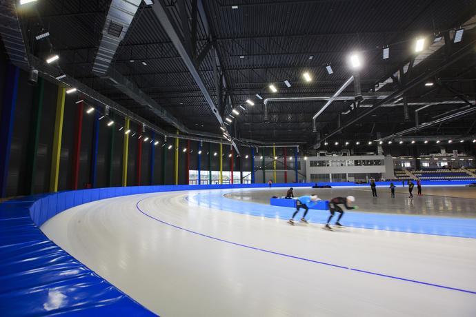Pierwsi panczeniści już trenują na torze lodowym. Już w piątek rozpoczną się tam mistrzostwa Polski