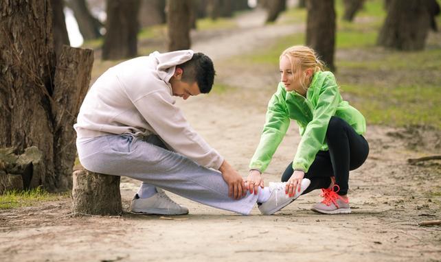 Może być kilka różnych powodów skurczy mięśni