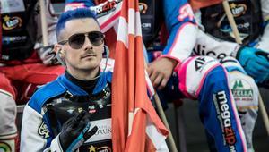 Co ten Madsen wymyślił, skąd te niebieskie włosy?