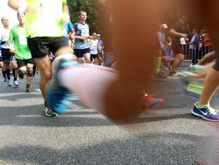 Bieg z jabłuszkiem w tle