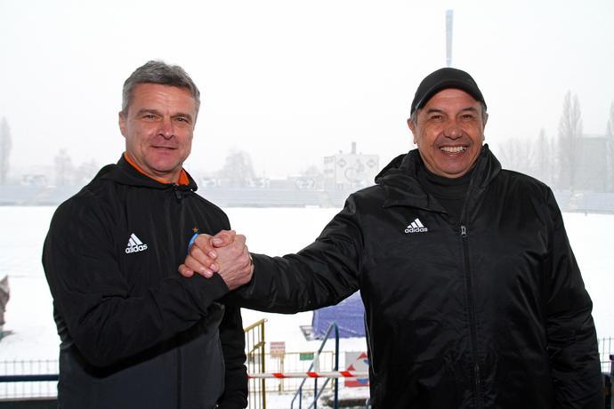 Dwaj przyjaciele na stadionie Ruchu Chorzów.