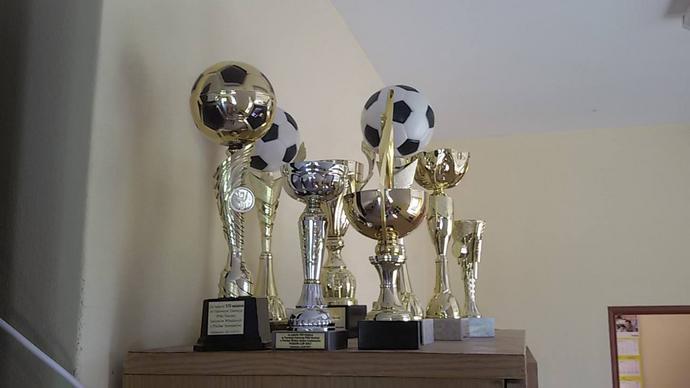 Półka z trofeami w budynku klubowym powoli się zapełnia. Miejsca na Puchar Polski jednak starczy.
