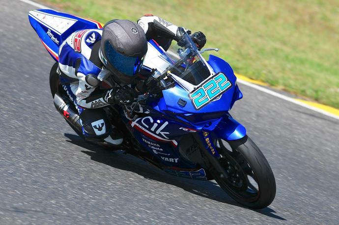 Daniel Blin na motocyklu Yamaha YZF-R3