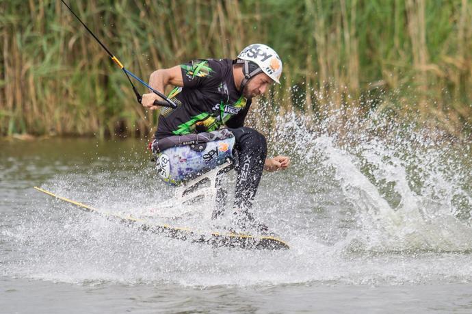 Lądowanie na wodzie to żaden problem w porównaniu do upadku na nartach lub snowboardzie.