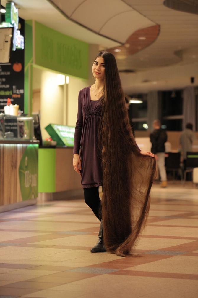 Alija Nasjrova je prava Zlatokosa