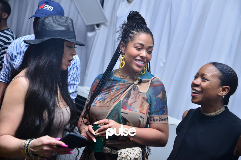 Jordyn Woods (middle) with some fans at Homecoming 2019. (Pulse Nigeria)