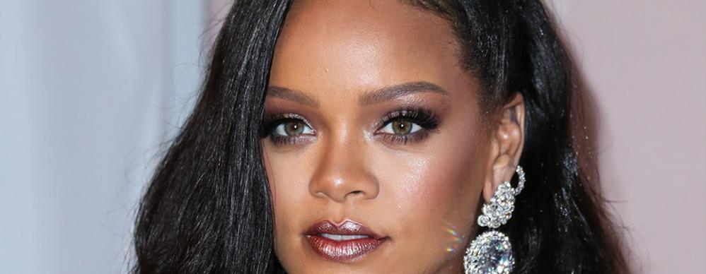 6d8e7b8883 Jó ég: Rihanna elképesztően kínosan viselkedett – videó
