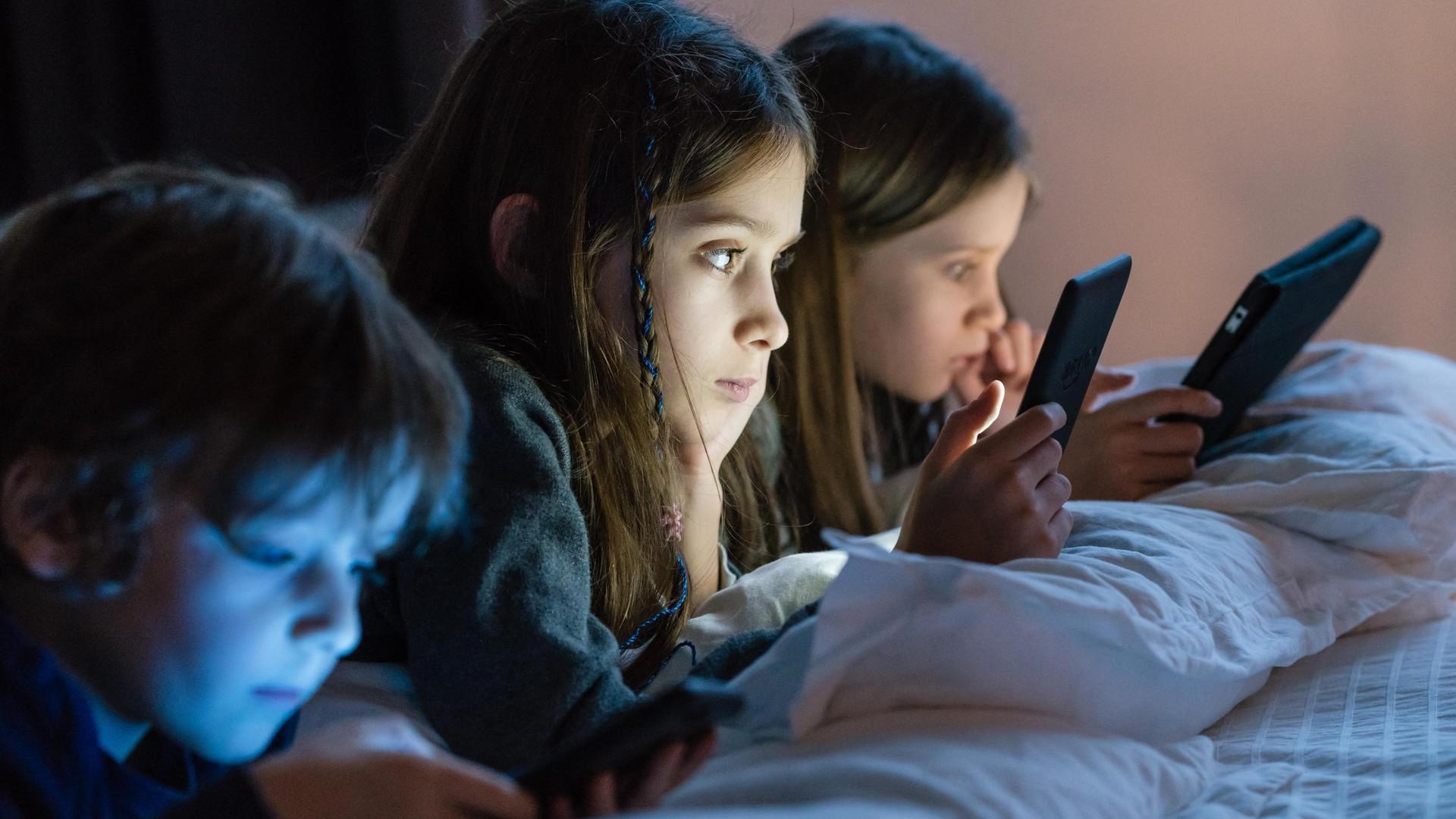 Dzieci uzależnione od smartfonów i internetu - Noizz