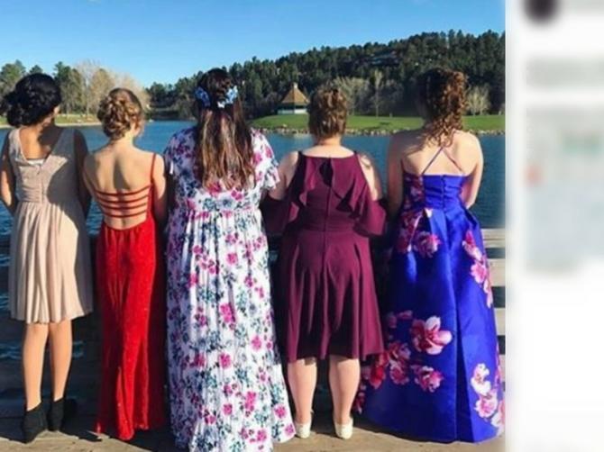 Ovi današnji PROMAŠAJI bili su nezamislivi: Kakve su maturske haljine bile nekada