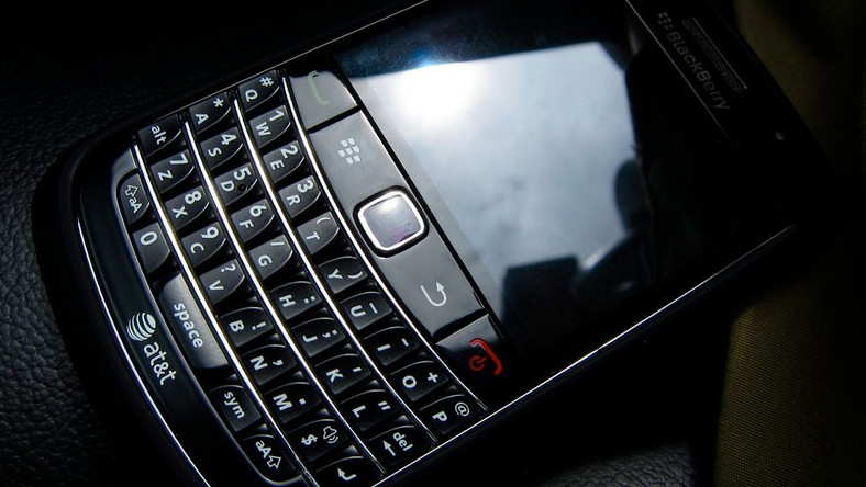 BlackBerry shuts down messenger citing competition as cause