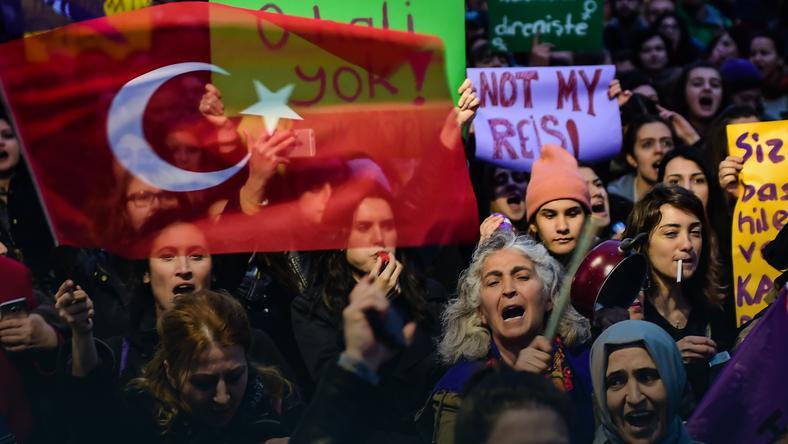 Opozycja domaga się anulowania referendum