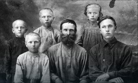 Karagodin s petoro od šestoro dece