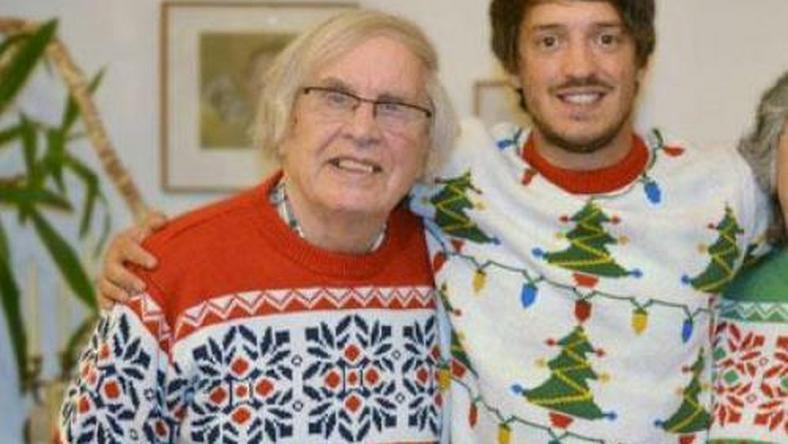 Itt a világ legundorítóbb karácsonyi pulcsija - kéne 72ae7189d4